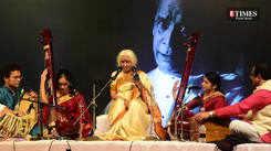 Dr. Prabha Atre enthralled Pune audience at 'Abhivadan'