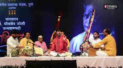 Viraj Joshi's rendition 'Baje Muraliya Baje' at Abhivadan strikes a chord with Puneites
