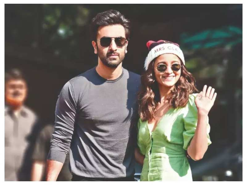 Are Ranbir Kapoor and Alia Bhatt resuming the 'Brahmastra' shoot in a Mumbai studio next week?