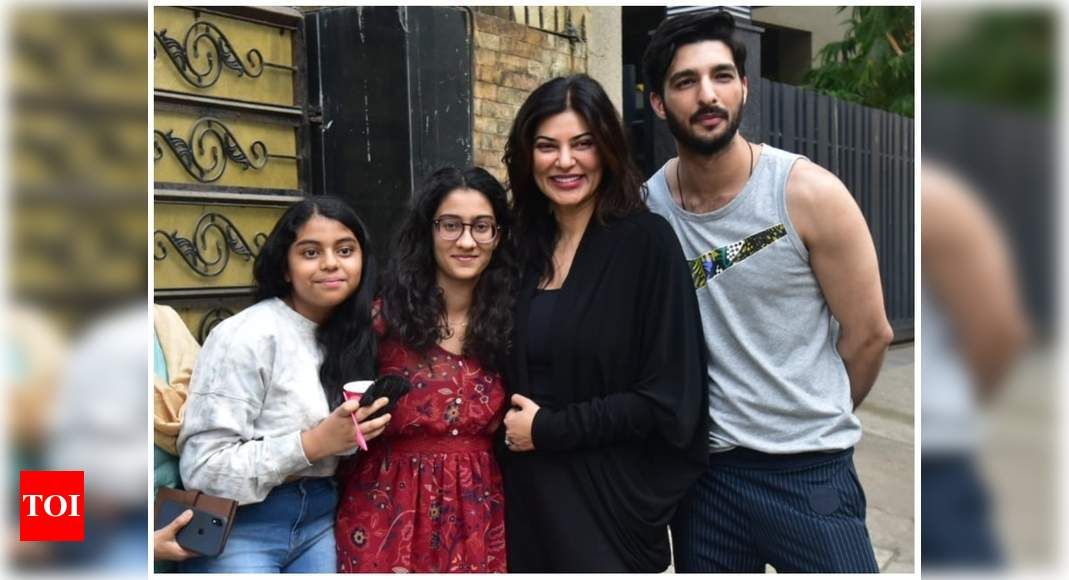 Sushmita Sen and her beau Rohman Shawl pose for a happy photo with Renee and Alishah - Times of India