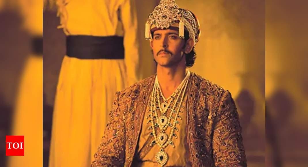 'Jodhaa Akbar' completes 13 years: Hrithik Roshan takes a walk down the memory as he wishes Ashutosh Gowa - Times of India