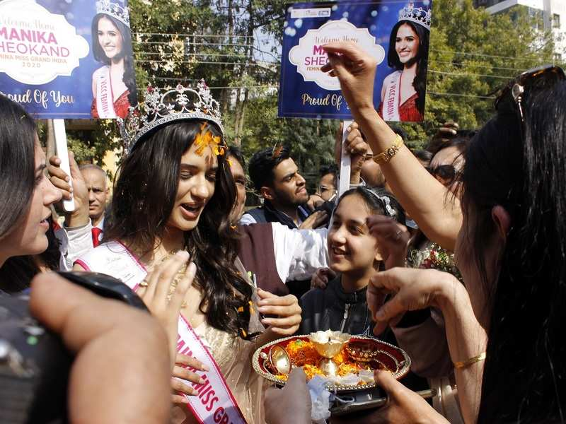 Manika Sehokand wWelcomed with a tilak, arti and flower petals shower