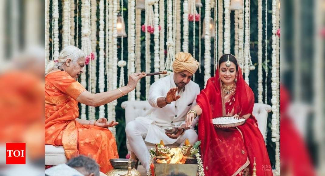 Dia Mirza-Vaibhav Rekhi's nuptials conducted by a priestess, fans call her 'living feminism in true sense - Times of India