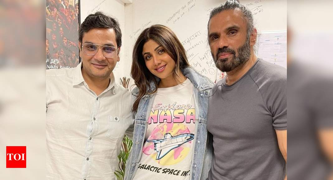 Shilpa Shetty's pic with 'Dhadkan' co-star Suniel Shetty and Mukesh Chhabra has us wondering about a sequ - Times of India