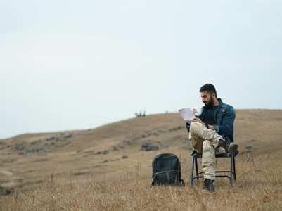 Ayushmann pens a note in between Anek shoot