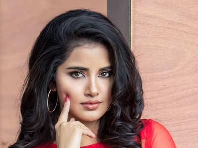 Gorgeous pictures of Anupama Parameswaran