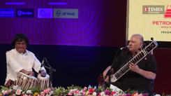 'Chap tilak sab chhini re, mo se naina milake' by Ustad Shujaat Khan