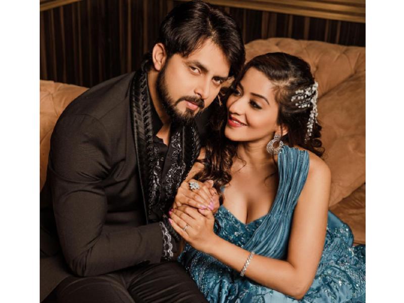 Monalisa shares an adorable photo with husband Vikrant Singh Rajput