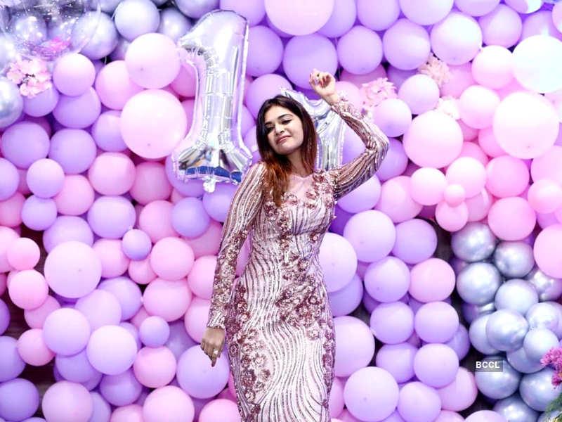 Dharsha Gupta clocks 1M followers on Instagram; celebrates with fans (Photo - Instagram)
