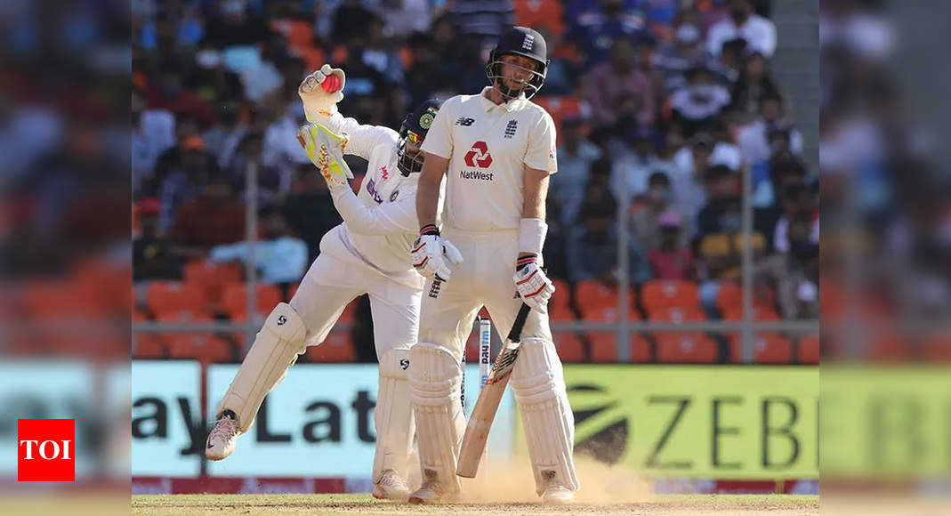 England looked like startled rabbits in second innings: Hussain