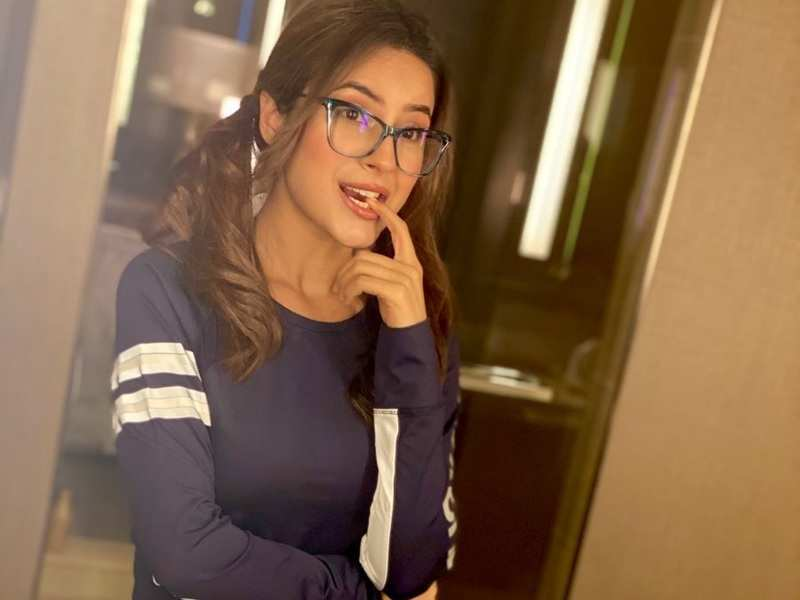 Shehnaaz Gill sports a nerdy look in her latest photo; fans praise her for looking 'cute' in ponytails and spectacles