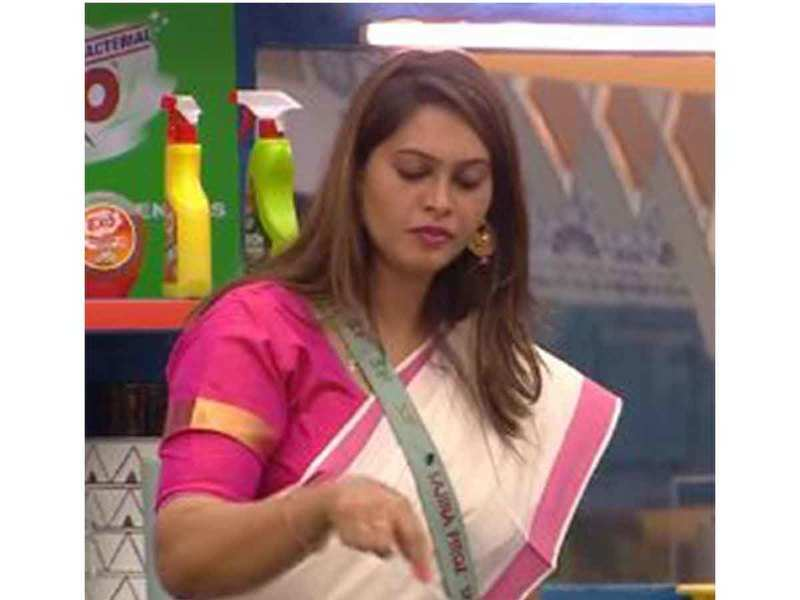 Bigg Boss Malayalam3: Sajna's complaints vary from 'exposed' inners to not getting a bucket
