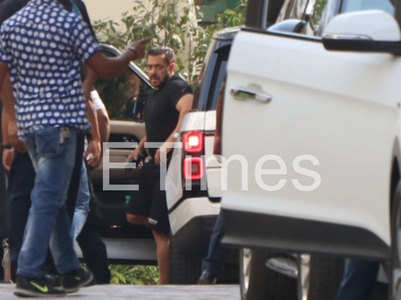 Salman Khan arrives on 'Pathan' sets