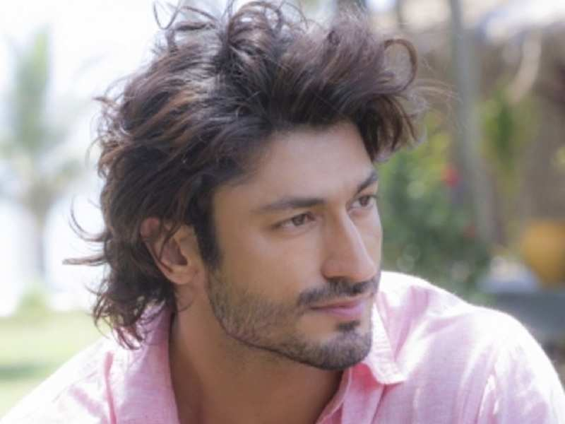 Vidyut Jammwal dedicates 'Teri mitti' song to mothers of stuntmen
