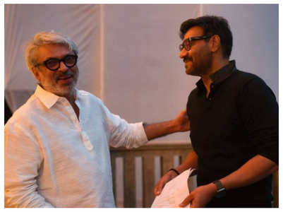 Alia welcomes Ajay on 'Gangubai' sets