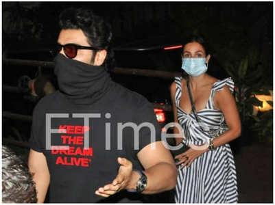 Arjun & Malaika arrive at Bebo's house