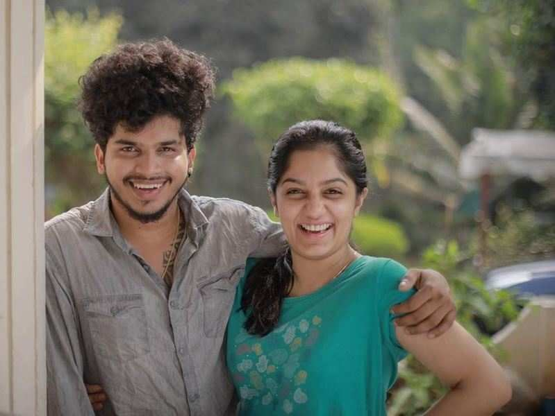 Ex-contestants Arya and Fukru enjoy watching Bigg Boss Malayalam 3, former says 'siblings who watch BB together, stay together'