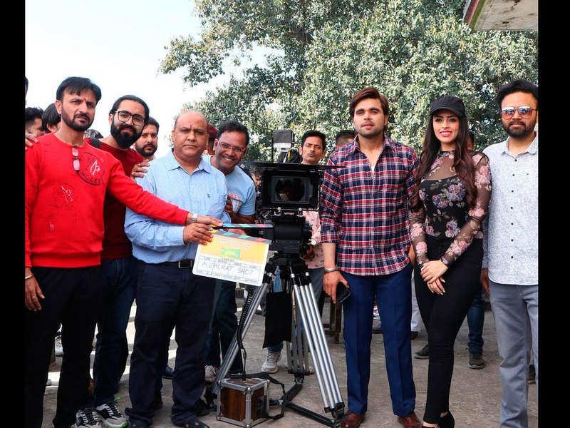 Ninja kick starts the shoot of 'Fer Mamla Gadbad Hai'
