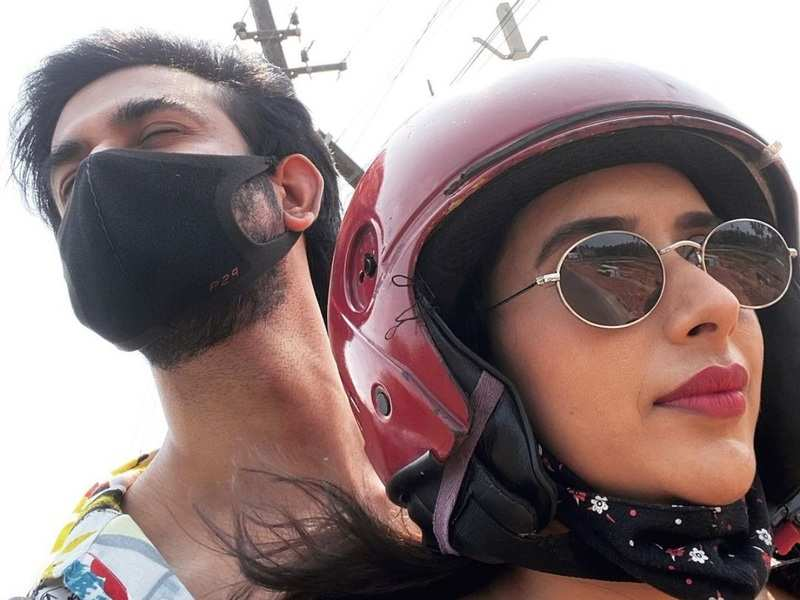Charu Asopa and hubby Rajeev Sen enjoy a scooty ride in Goa; he says, 'Couple that rides together, stays together'