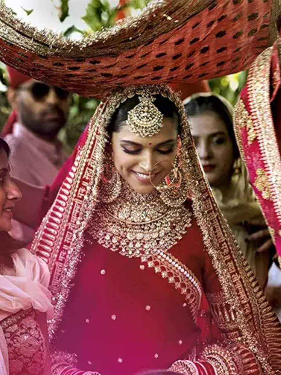 Deepika Padukone- Priyanka Chopra: Divas who wore red at their wedding