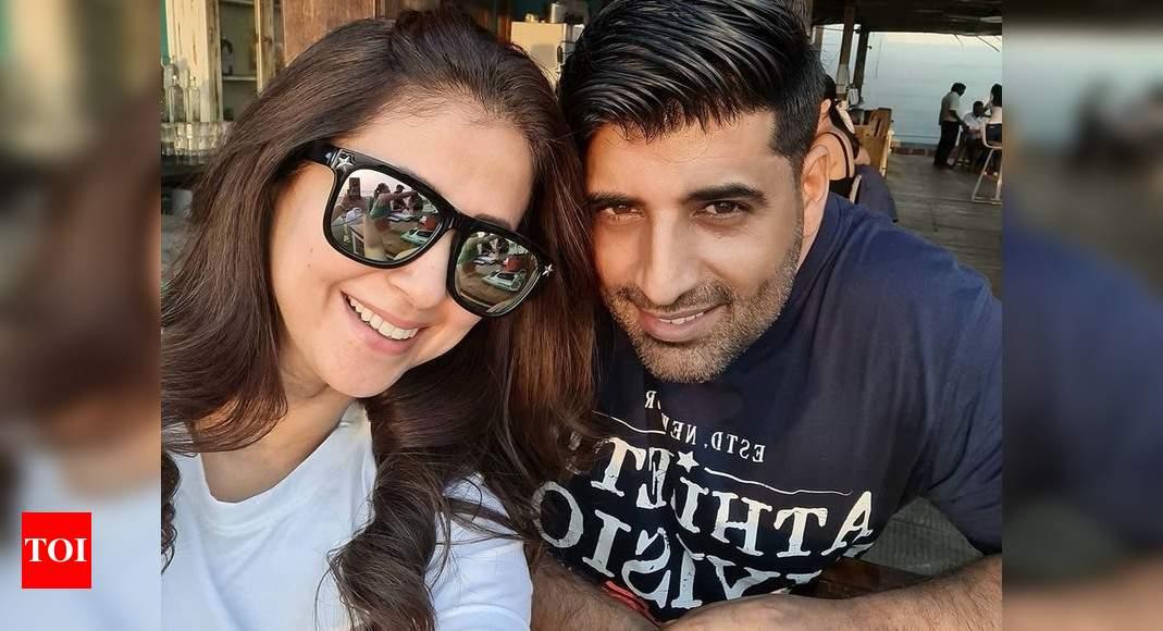 "Urmila Matondkar shares her precious ""mangalsutra"" moment with husband Mohsin on their wedding anniversar - Times of India"