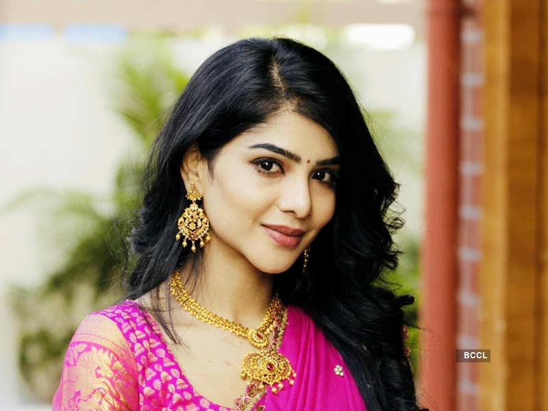 Here's why Pavithra Lakshmi is missing from 'Cooku with Comalis 2'; see post (Photo - Instagram)