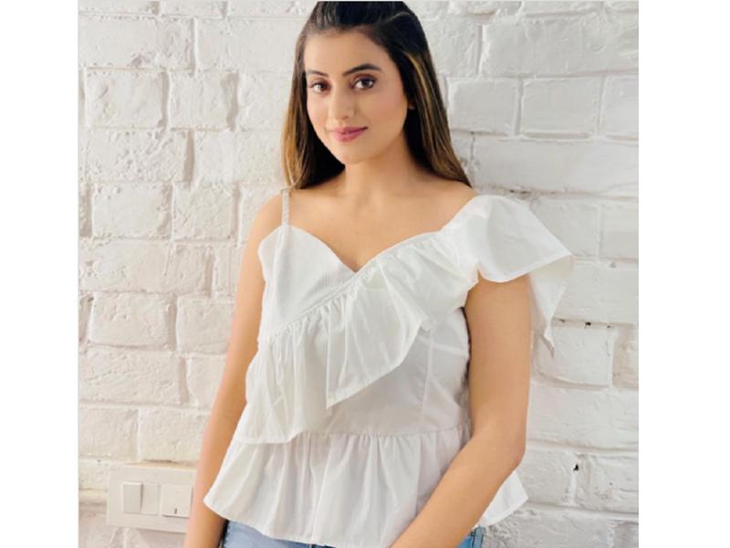 Akshara Singh stuns in a fresh ruffled white top