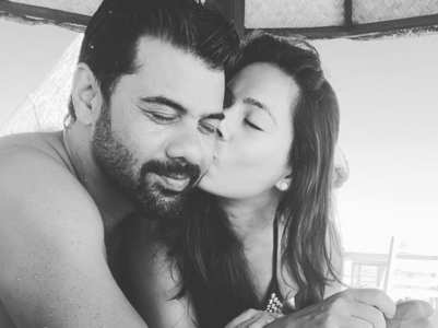Shabir dances with wife Kanchi in Maldives