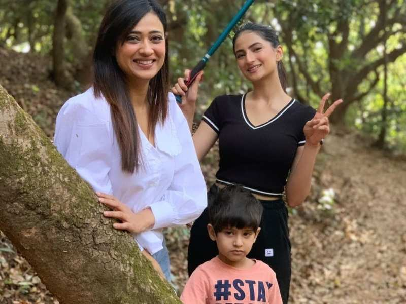 Shweta Tiwari goes for hike in a jungle in Mahabaleshwar with daughter Palak and son Reyansh; see photos
