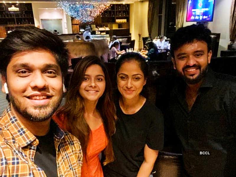 Actress Haripriya Isai enjoys a fangirl moment with actress Simran Rishi Bagga; thanks Azhar for the surprise (Photo - Instagram)