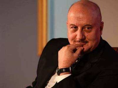 Watch: Anupam celebrates his birthday