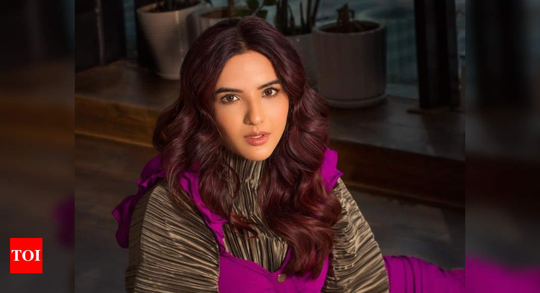 Netizens call out Jasmin Bhasin for this cryptic tweet; tell her 'Bigg Boss is over, move on' - Times of India