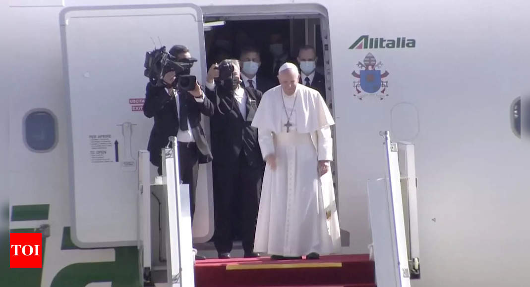 , Pope Francis departs Iraq after historic trip, The World Live Breaking News Coverage & Updates IN ENGLISH