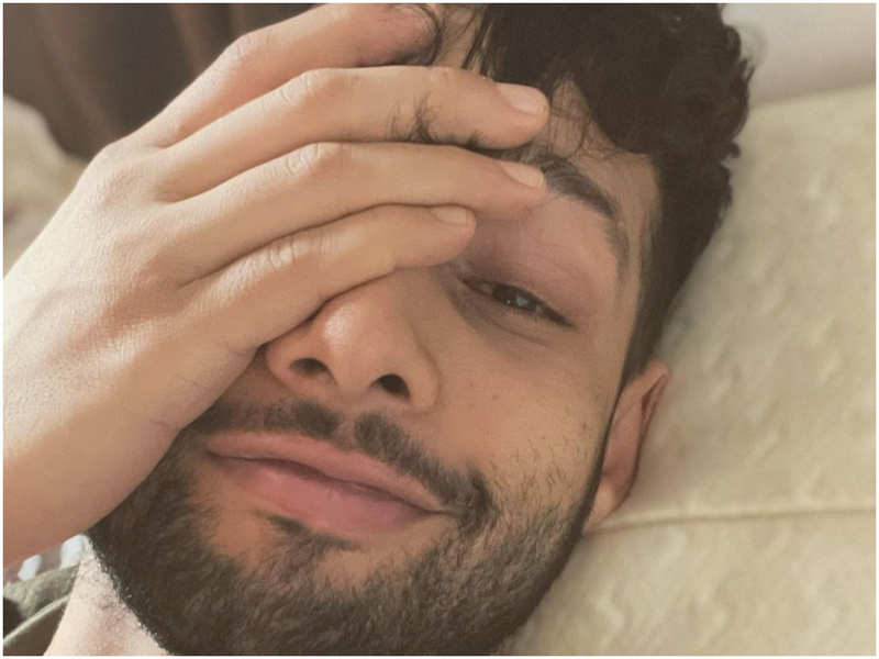 'Corona bola Thappa!' Siddhant Chaturvedi updates his fans about his 'recovery mode'