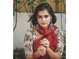 Remya Nambeeshan's version of 'Kathalikkum Pennin' wins attention