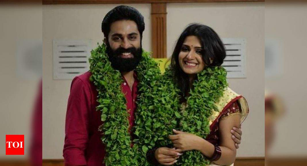 Govind Padmasoorya Picture Of Mr Mrs Judges Govind Padmasoorya And Divya Pillai In Wedding Attire Sparks Rumours About Their Secret Marriage Times Of India He made his debut in the movie atayalangal directed by m. govind padmasoorya picture of mr mrs