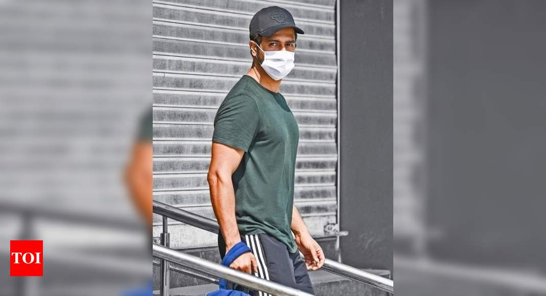 Vicky Kaushal's uber-cool PIC with a strong message, don't forget to wear your mask – Times of India