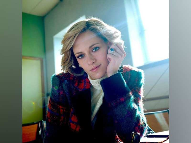 Kristen Stewart wears Princess Diana's famous engagement ring in new still from 'Spencer'
