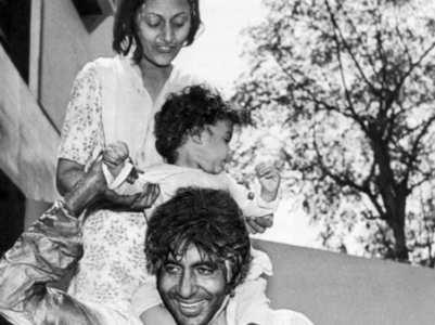 Amitabh reminisces 'Rang Barse' with Jaya