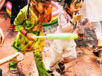 These romantic pictures of Sunny Leone and Daniel Weber from their Holi celebration go viral