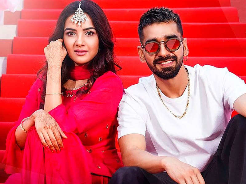 Maninder Buttar and Jasmin Bhasin paint a sweet tale of love with 'Pani Di Gal'