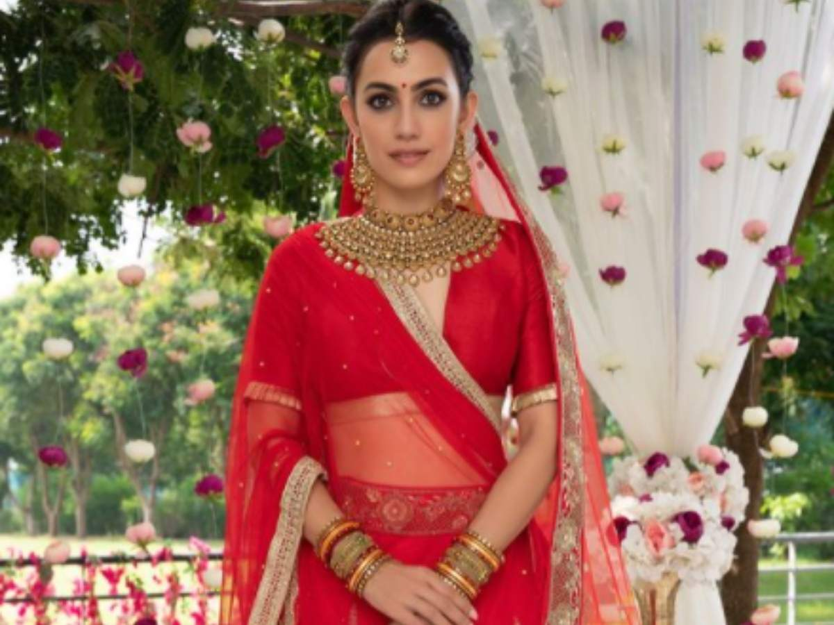 Photo: Esha Kansara looks regal in a red traditional lehenga   Gujarati Movie News - Times of India