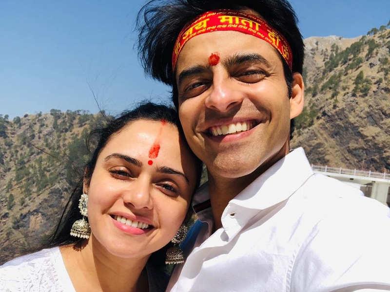 Himanshu Malhotra  and Amruta Khanvilkar visit the Vaishno Devi shrine for Himanshu's birthday