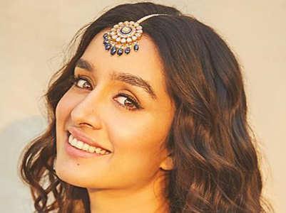 Stylish maang tikka looks of Bollywood stunners