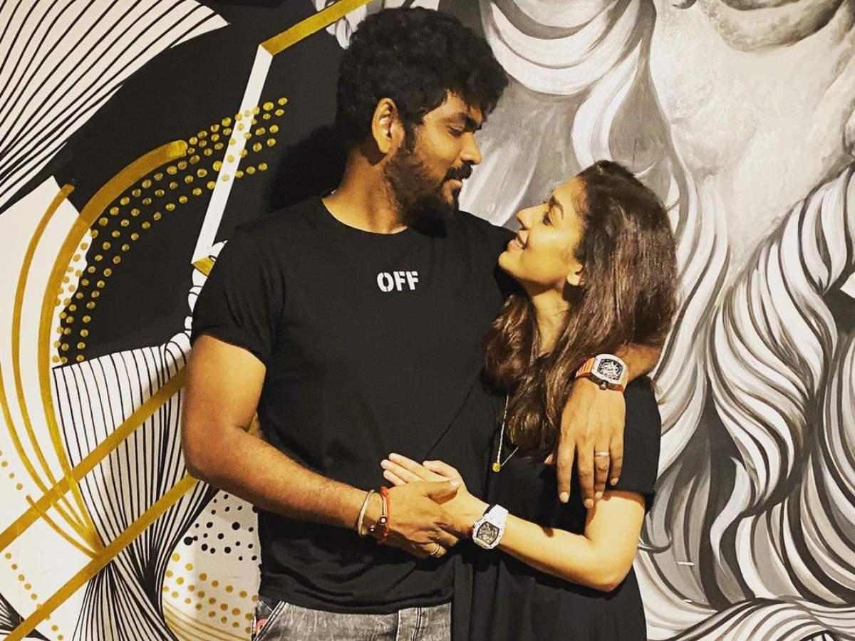 Vignesh Shivan &  Nayanthara's romantic Easter celebration    Tamil Movie News - Times of India