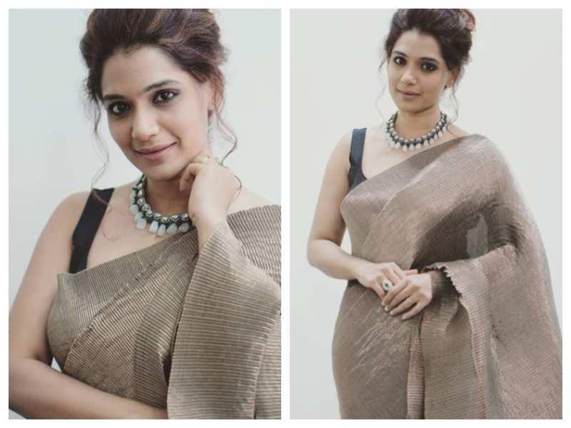 Urmilla Kothare looks drop-dead gorgeous in this lehenga saree; see pics