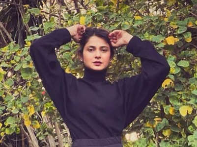 PICS: Jennifer Winget steams up the internet