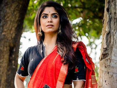 Sayantani shuts troll who asked her bra size
