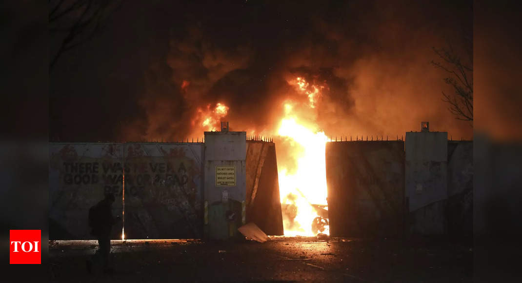 , Northern Ireland government to meet as riots escalate, The World Live Breaking News Coverage & Updates IN ENGLISH
