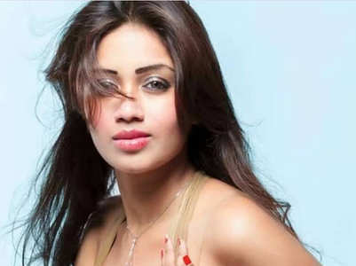 Nivetha Pethuraj ups the glam quotient